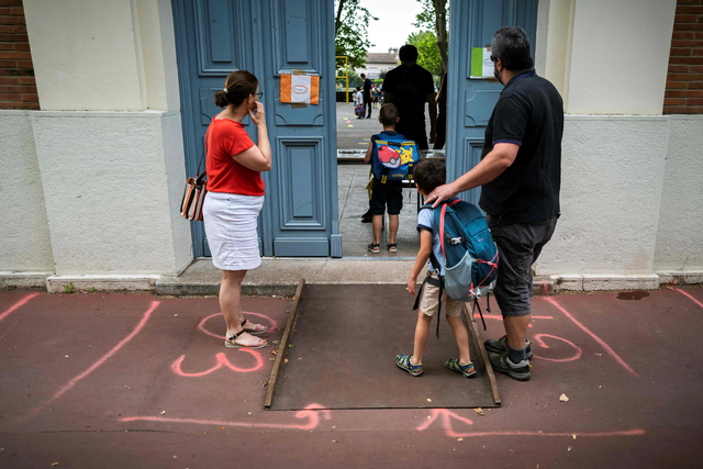 """Châu Âu: Trường học vẫn mở cửa giữa """"cơn sóng Covid-19 dâng cao - 1"""