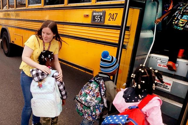 """Châu Âu: Trường học vẫn mở cửa giữa """"cơn sóng Covid-19 dâng cao - 2"""