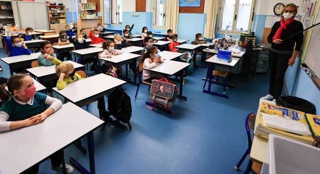"""Châu Âu: Trường học vẫn mở cửa giữa """"cơn sóng Covid-19 dâng cao - 4"""