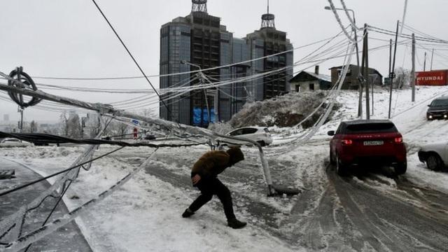Thành phố Nga tê liệt vì mưa băng thảm họa - 2