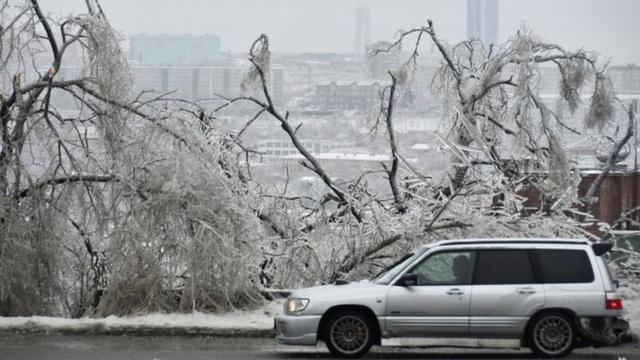 Thành phố Nga tê liệt vì mưa băng thảm họa - 4