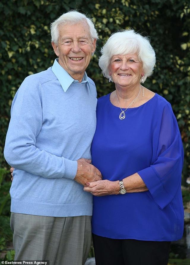 Bà cụ 80 tuổi chụp ảnh lịch khỏa thân giúp gây quỹ từ thiện - 7