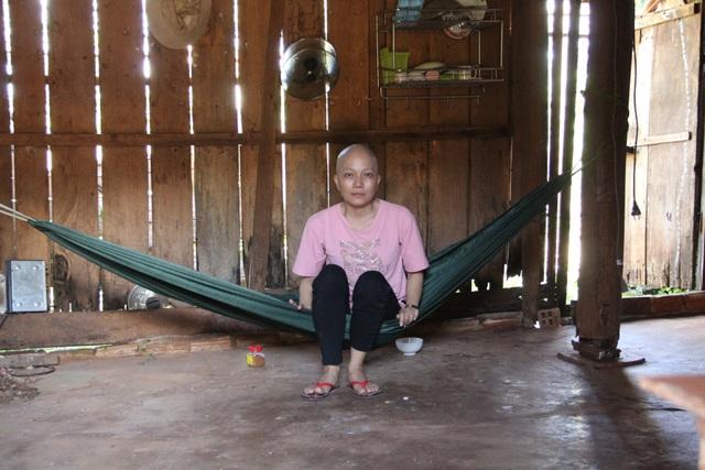 Xót xa cô giáo trẻ lầm lũi chống chọi ung thư trong căn nhà tạm trên rẫy - 1