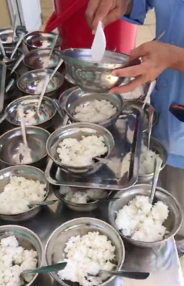 Khánh Hòa: Hiệu trưởng phải chịu trách nhiệm nếu xảy ra ngộ độc thực phẩm - 2