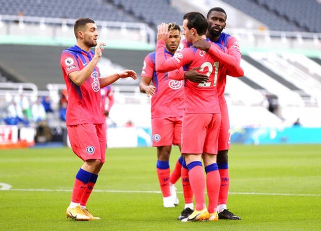 Chelsea vươn lên dẫn đầu bảng Premier League - 11