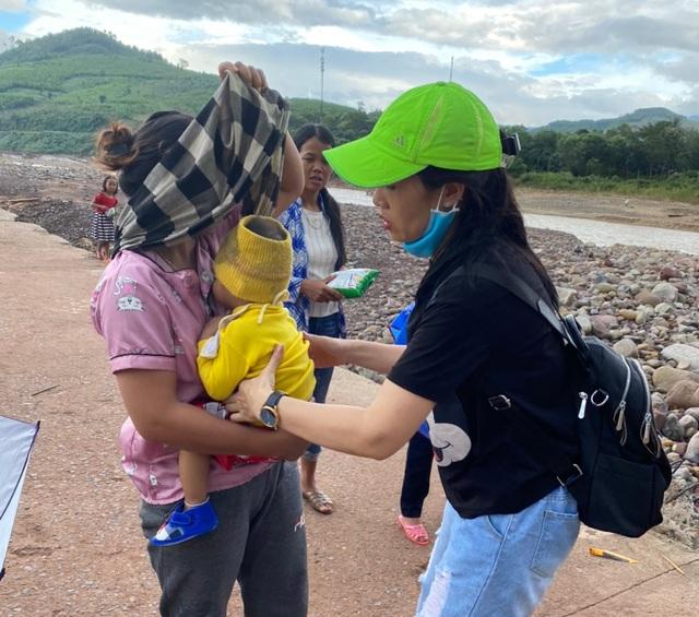 Chung tay cứu bé trai 19 tháng tuổi từ vùng lũ Quảng Trị - 5