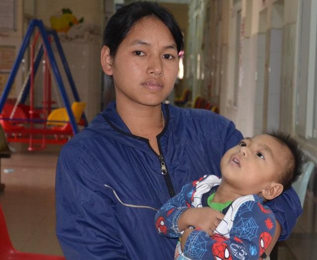 Chung tay cứu bé trai 19 tháng tuổi từ vùng lũ Quảng Trị - 4