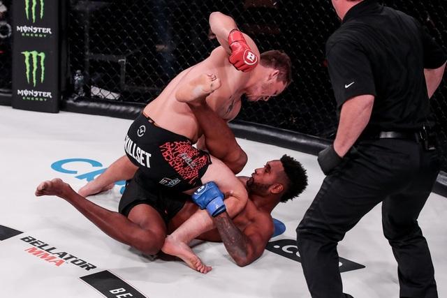 Lần đầu thi đấu MMA, võ sĩ hạ gục đối thủ sau... 30 giây - 1