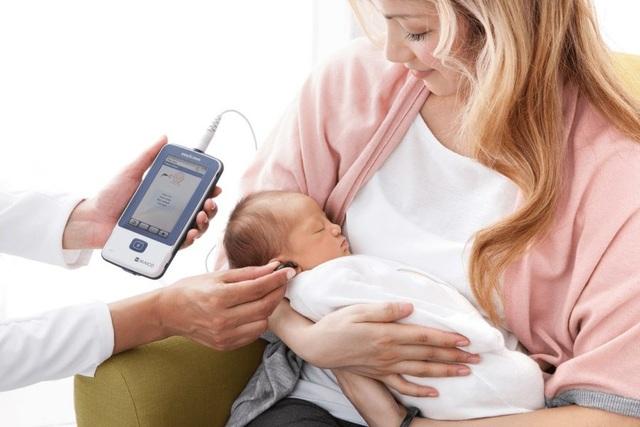 Cảnh giác nếu trẻ sơ sinh không bị giật mình bởi tiếng động lớn