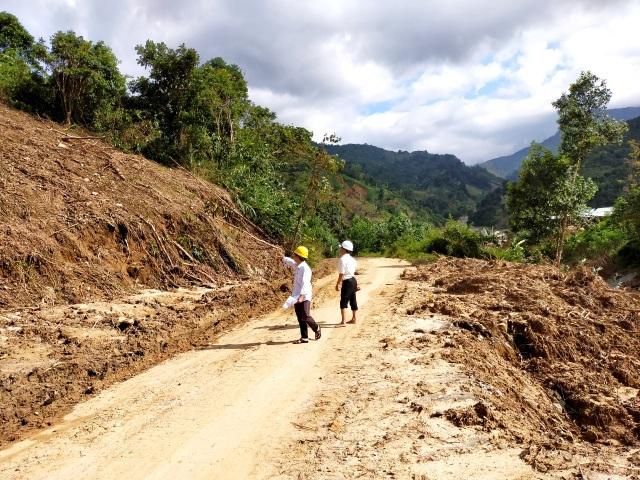 Nỗ lực kéo điện phục vụ người dân vùng sạt lở, cô lập ở Phước Sơn - 1