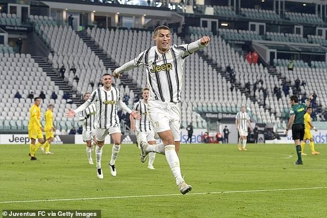 C.Ronaldo tỏa sáng rực rỡ trong ngày hụt băng đội trưởng - 3