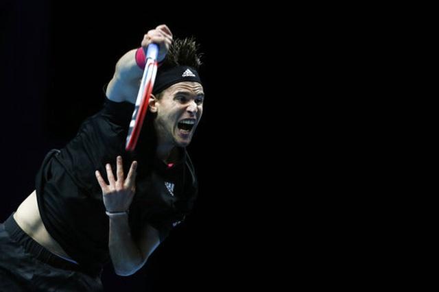 Thắng nghẹt thở trước  Djokovic, Thiem vào chung kết ATP Finals 2020 - 2