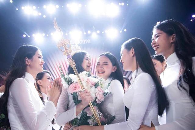 Những giọt nước mắt trên sân khấu Chung kết Hoa hậu Việt Nam - 6