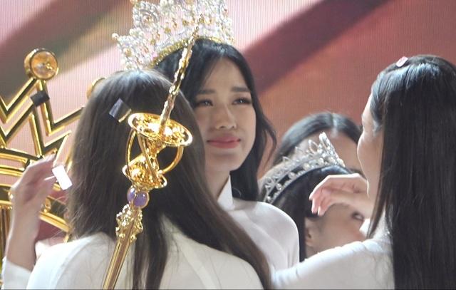 Những giọt nước mắt trên sân khấu Chung kết Hoa hậu Việt Nam - 8
