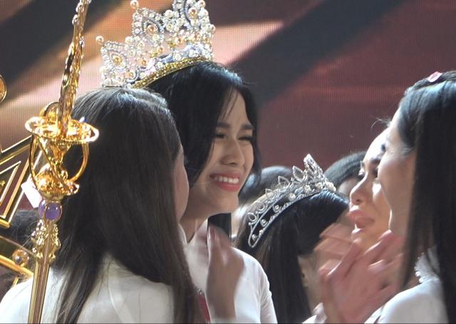 Những giọt nước mắt trên sân khấu Chung kết Hoa hậu Việt Nam - 9