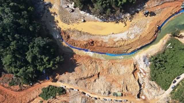 Tìm thấy 1 thi thể công nhân dưới lòng sông Rào Trăng  - 4