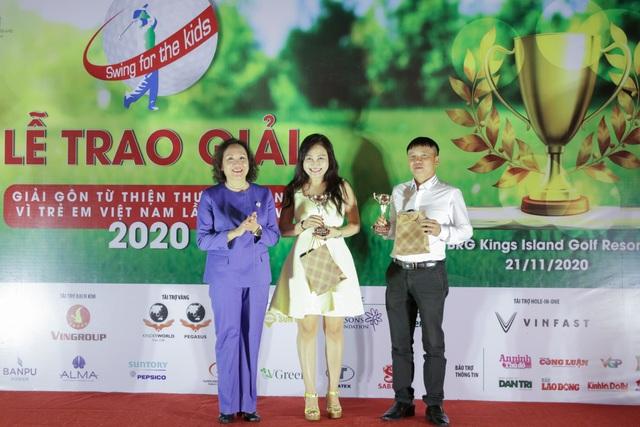 Ủng hộ Quỹ Khuyến học Việt Nam 300 triệu đồng từ Giải Golf từ thiện - 5