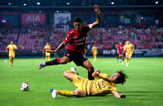Văn Lâm cứu thua xuất sắc, Muangthong chia điểm trên sân nhà - 1