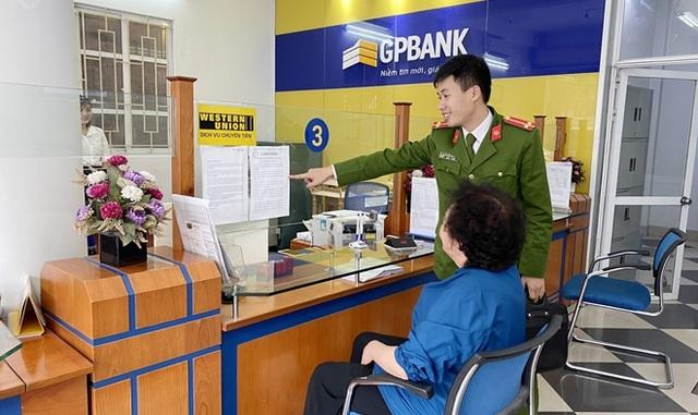 ngan-hang-chan-kip-thoi-mot-vu-lua-dao-400-trieu-dong-1-1606004387285.jpg