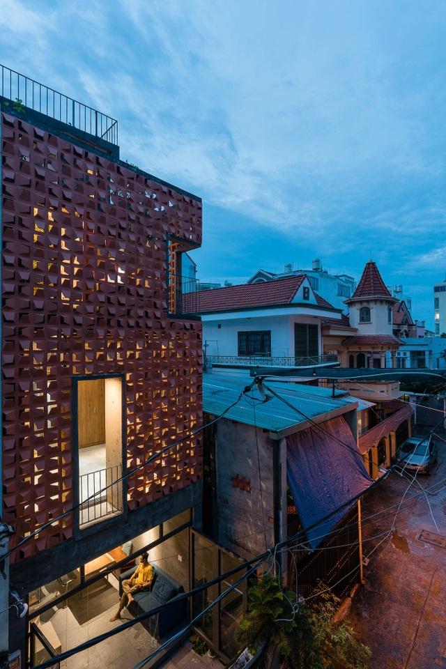 """Nhà ống """"nhỏ mà có võ"""", thiết kế tối giản với 5 kiểu cầu thang ở Sài Gòn - 2"""