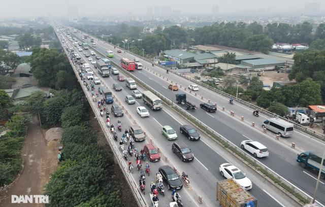 """Tai nạn và ùn tắc xảy ra như """"cơm bữa"""" trên cây cầu huyết mạch Thanh Trì - 2"""