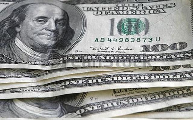 USD suy giảm liên tục, dân giàu ôm đô la lo lắng - 1