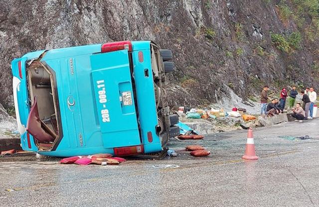 Bộ Công an: Đánh giá độ an toàn với chiếc xe khách vừa gặp nạn ở Hòa Bình - 1