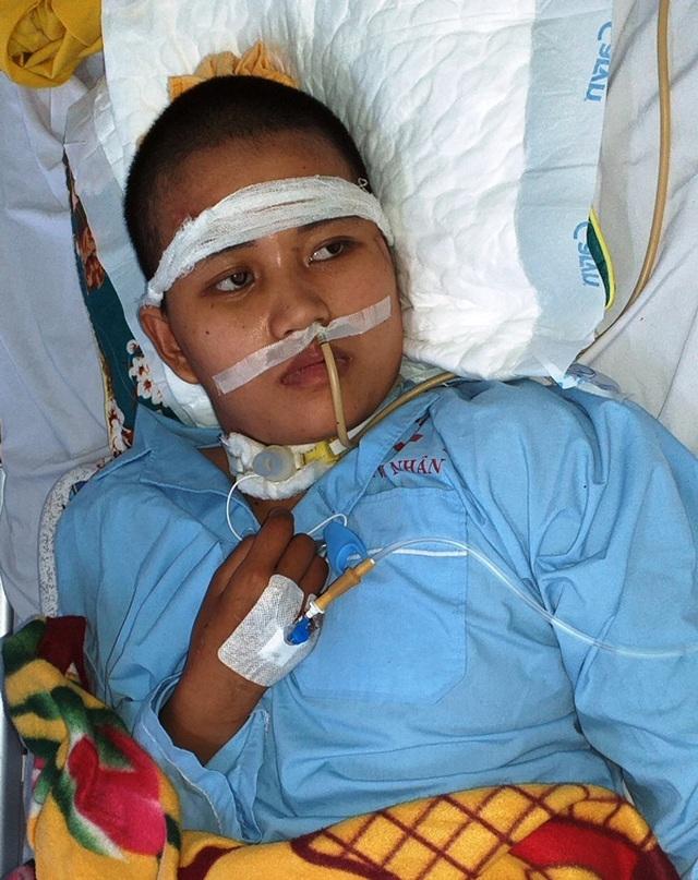 Rớt nước mắt cảnh người phụ nữ nghèo kiệt quệ sau vụ tai nạn giao thông - 1