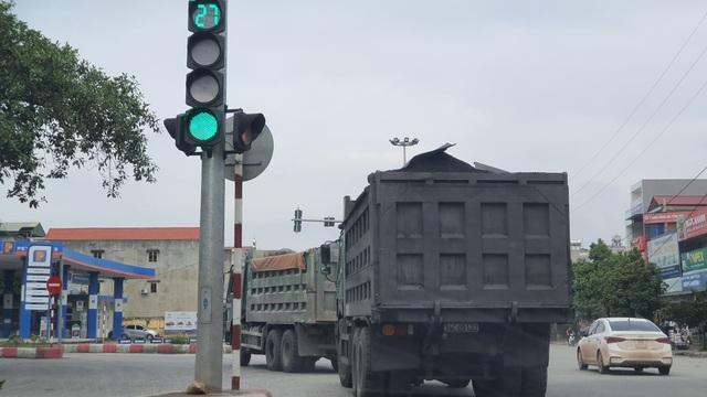 Đoàn xe dấu hiệu quá tải hoành hành trên quốc lộ: CSGT Hải Dương nói gì? - 1