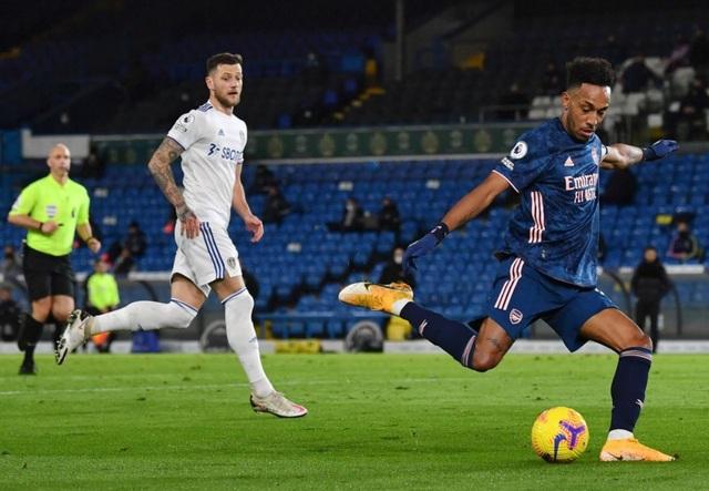 Pepe bị đuổi, Arsenal may mắn có điểm trước Leeds - 2