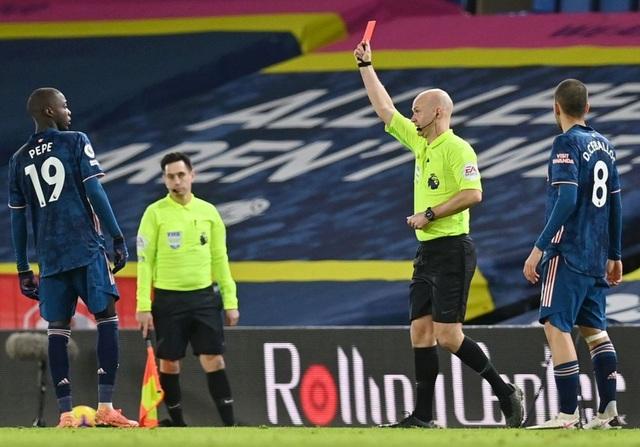 Pepe bị đuổi, Arsenal may mắn có điểm trước Leeds - 1
