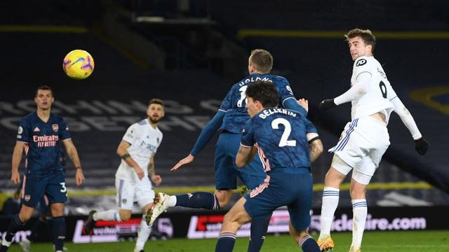 Pepe bị đuổi, Arsenal may mắn có điểm trước Leeds - 4