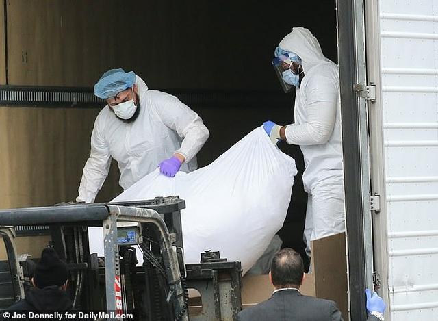Mỹ: 650 thi thể nạn nhân Covid-19 mắc kẹt trên xe đông lạnh suốt 7 tháng - 3
