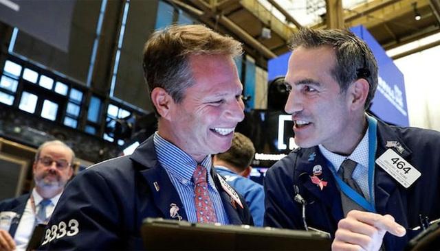 Giới đầu tư Mỹ ồ ạt mua chứng khoán, bán mạnh vàng - 1
