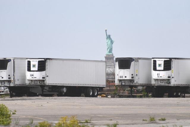 Mỹ: 650 thi thể nạn nhân Covid-19 mắc kẹt trên xe đông lạnh suốt 7 tháng - 2