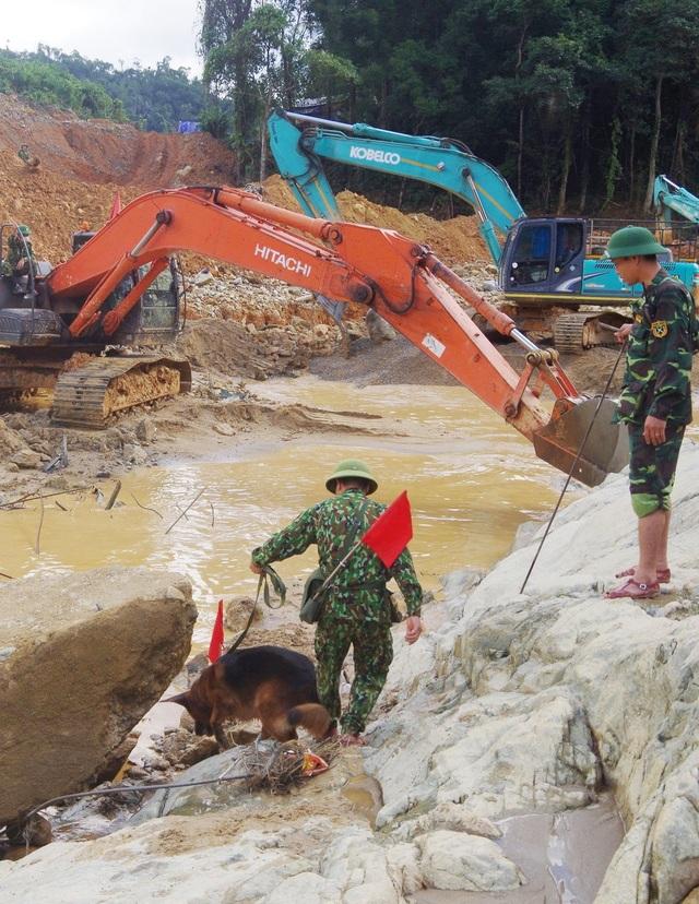 Tìm thấy áo quần, vật dụng của công nhân dưới lòng sông Rào Trăng - 5