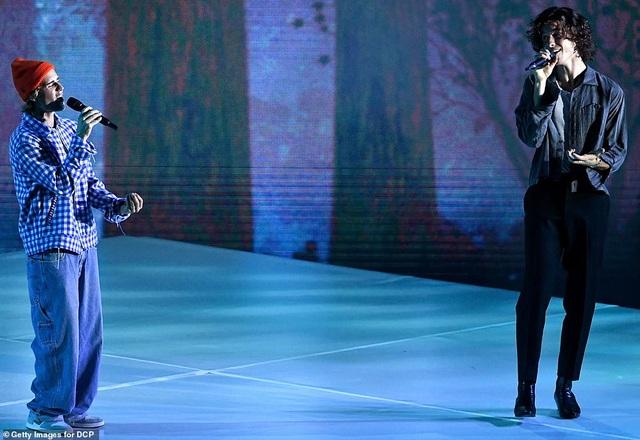 """Những màn trình diễn """"nóng bỏng"""" tại lễ trao giải AMAs 2020 - 22"""
