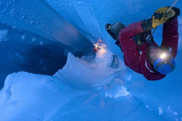 Dải băng Greenland xuất hiện nhiều lỗ hổng khổng lồ - 1