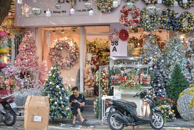 Giáng sinh đến sớm trên phố Hàng Mã - 6
