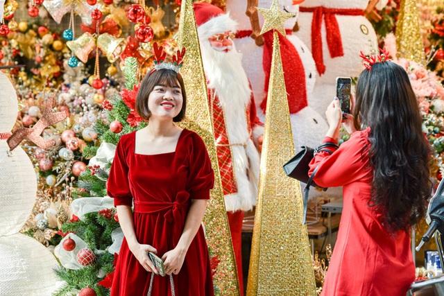 Giáng sinh đến sớm trên phố Hàng Mã - 9