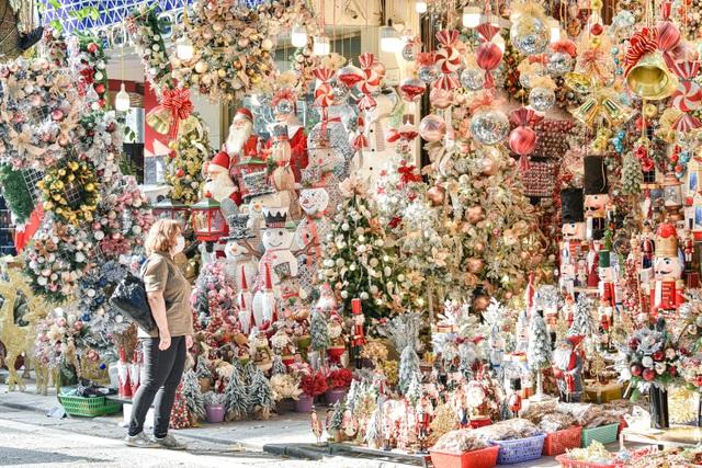 Giáng sinh đến sớm trên phố Hàng Mã - 1