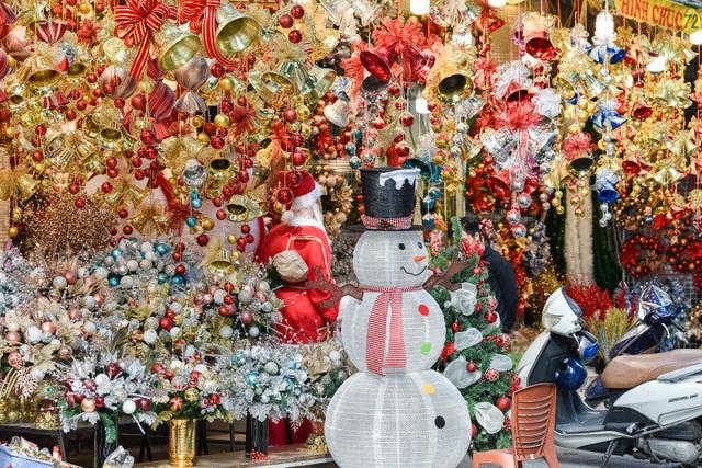 Giáng sinh đến sớm trên phố Hàng Mã - 2