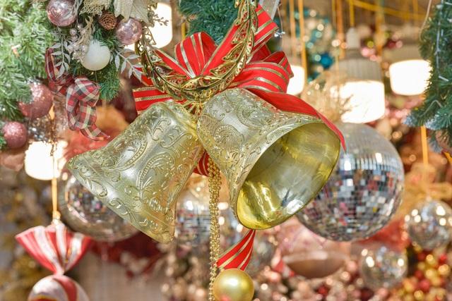 Giáng sinh đến sớm trên phố Hàng Mã - 8