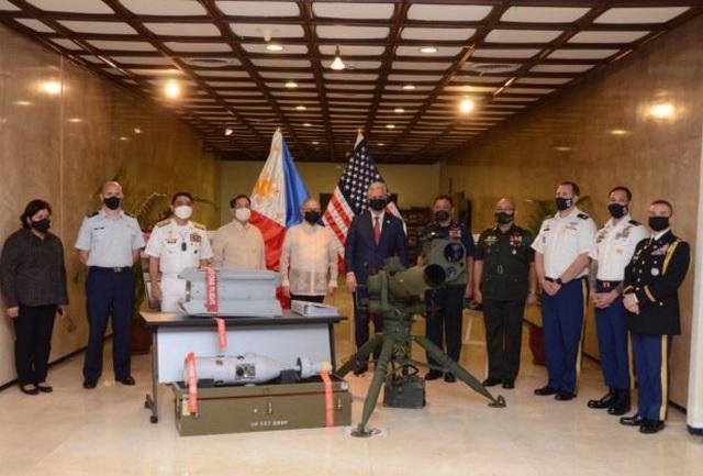 Mỹ bàn giao lô vũ khí trị giá 18 triệu USD cho Philippines - 1