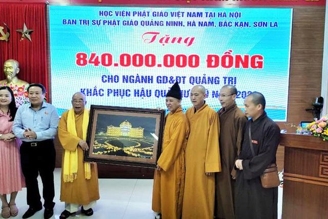 Thượng toạ Thích Thanh Quyết trao 2 tỷ đồng ủng hộ đồng bào miền Trung - 2