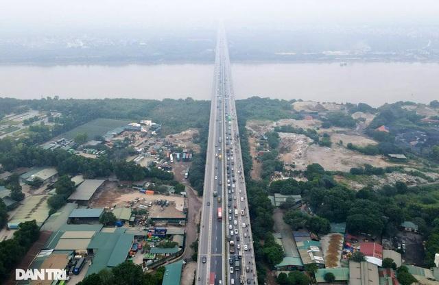 """Tai nạn và ùn tắc xảy ra như """"cơm bữa"""" trên cây cầu huyết mạch Thanh Trì - 1"""