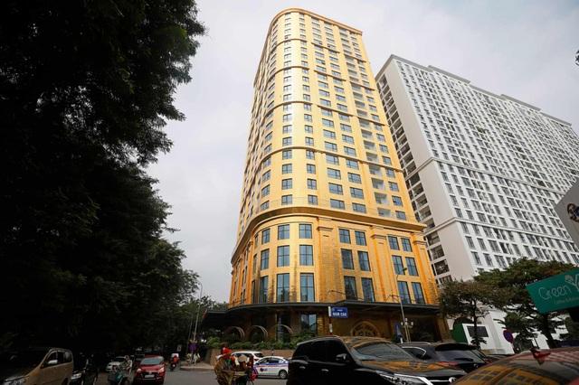 Báo Anh đăng tải bộ ảnh chụp bên trong khách sạn dát vàng ở Hà Nội - 6