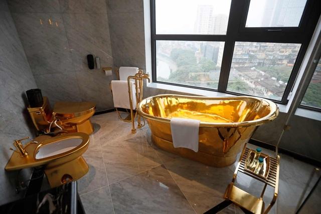 Báo Anh đăng tải bộ ảnh chụp bên trong khách sạn dát vàng ở Hà Nội - 11