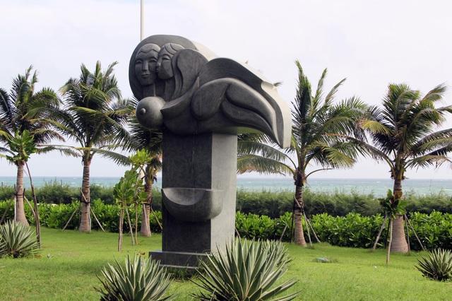 Tác phẩm điêu khắc ở công viên biển Tuy Hòa là sao chép? - 1