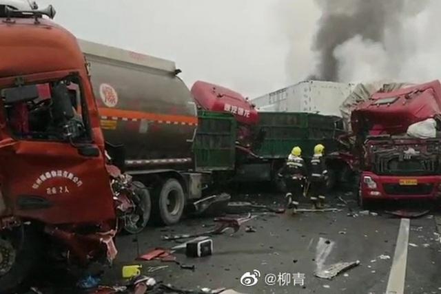 40 phương tiện đâm liên hoàn ở Trung Quốc, 3 người chết - 1
